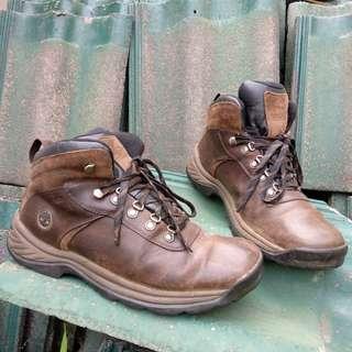Sepatu hiking timberland