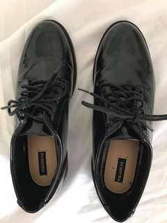 Pull&Bear black shoe lace size 35 but fits US 6 to 6.5