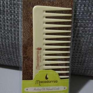 Macadamia healing oil lnfused comb
