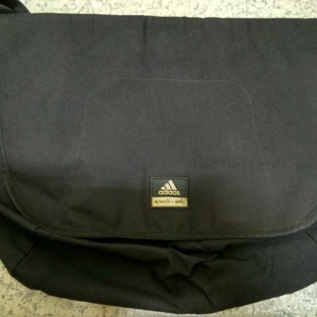 正版adidas經典郵差斜背包