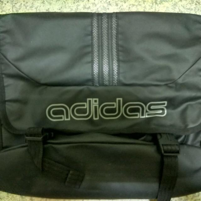 正版adidas經典郵差筆電斜背包 便宜出售