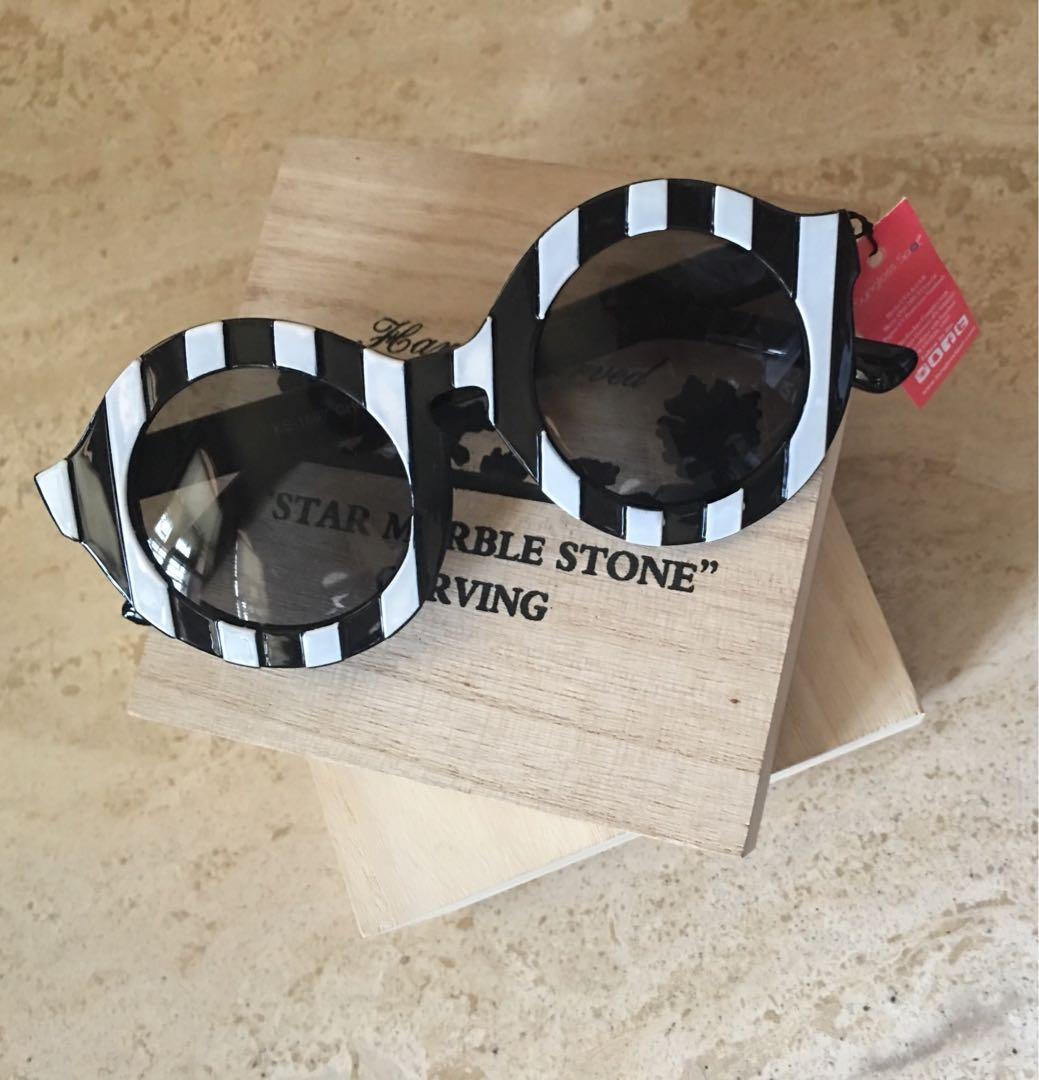 Black & White Stripe Sunnies/Sunglasses