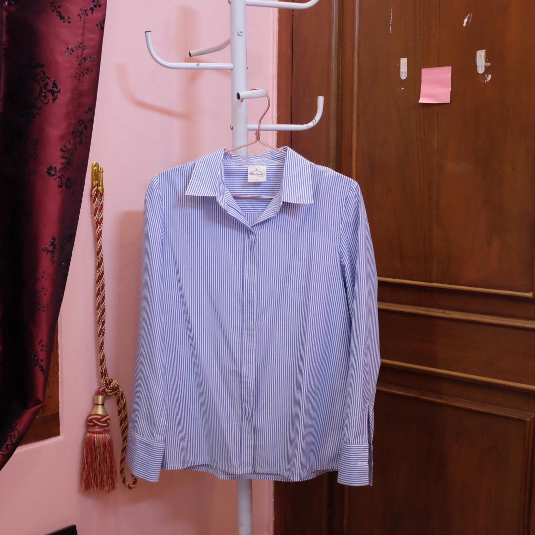 blue-white stripped blouse