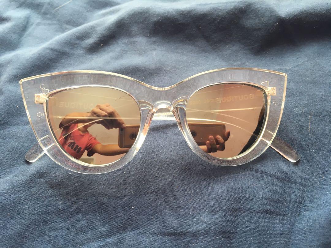 Boutique Vintage Sunnies!