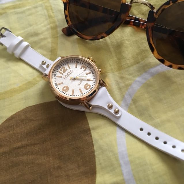 Fossil ( white )