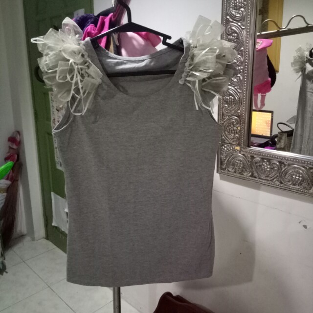 Gray sleeveless Top with ribbonettes