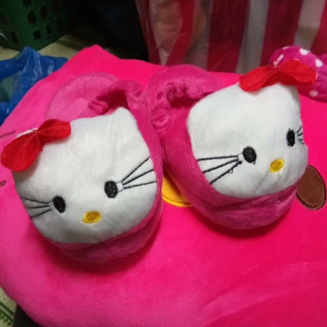 HELLO KITTY SLIPPERS FOR HOME