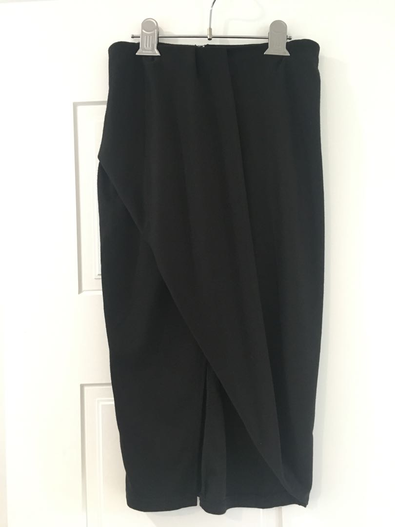 Lippy Black Midi Skirt