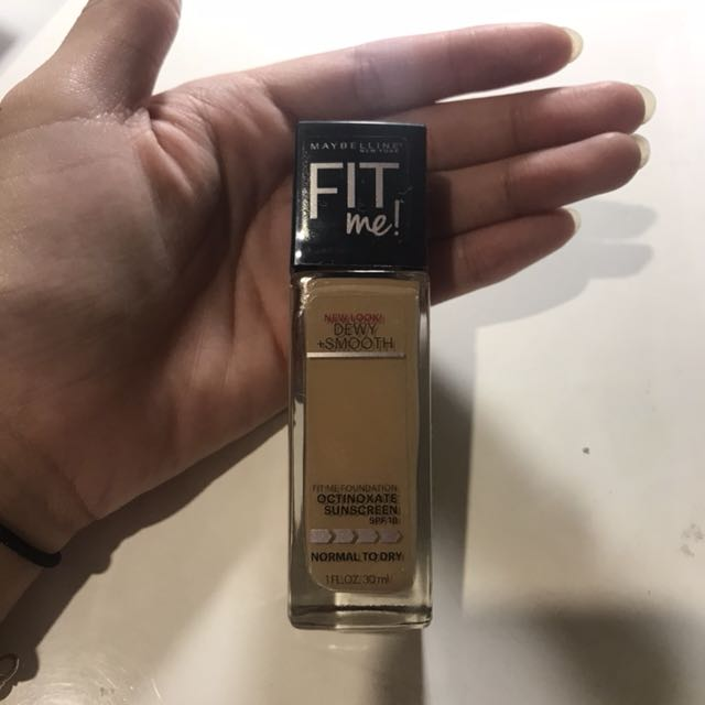 MAYBELLINE Fit Me Foundation - Dewy & Smooth
