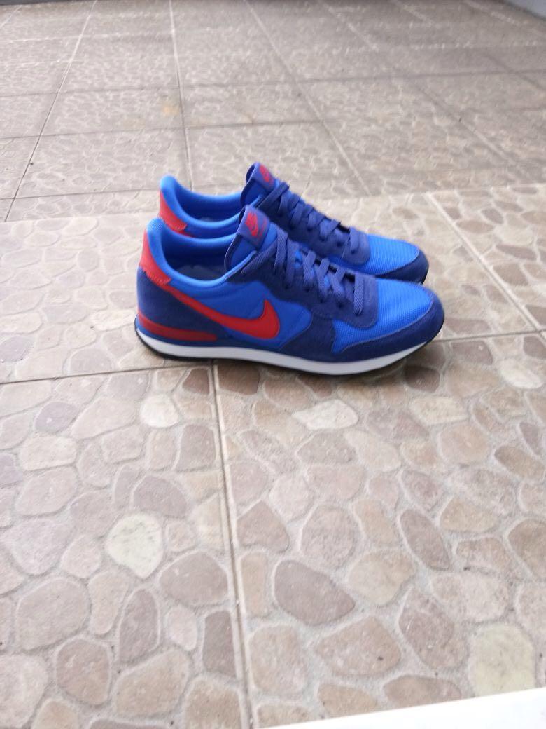 new product 1fbe2 3f702 Nike internationalist, Men s Fashion, Men s Footwear, Slippers   Sandals on  Carousell