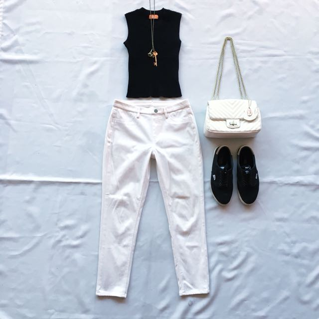 Pair Knitted Sleevless & White Pants