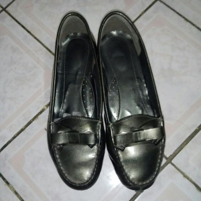 Sepatu everbest grey