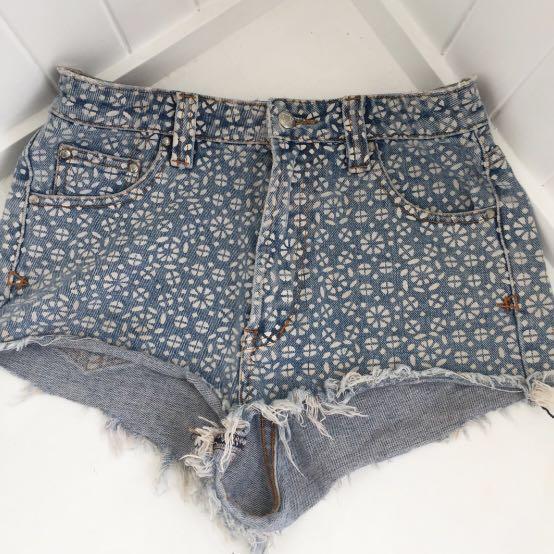 Some Days Lovin shorts