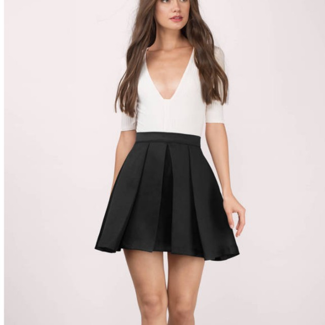 Tobi Full Bloom Black Skirt