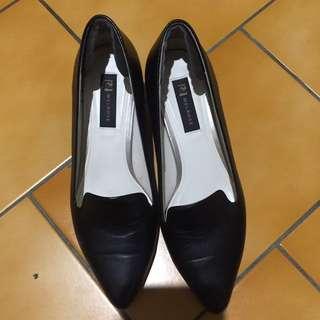 🚚 近全新melrose黑色跟鞋(As副牌)23號