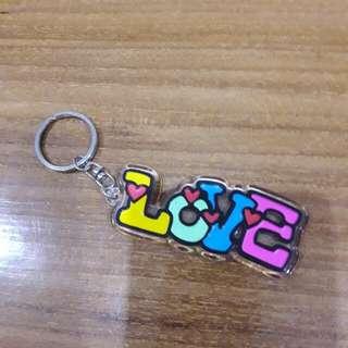 Gantungan kunci akrilik Love