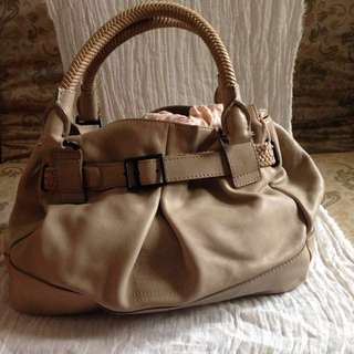 0bcf203fb205 Burberry AUTHENTIC Gorgeous Full Leather Bag In Trench