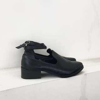 81199 19062 低跟踝帶皮鞋