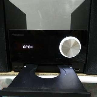 (二手)迷你CD音響組合 (支援藍牙、NFC、iPod/iPhone/iPad播放)X-CM35