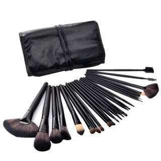 INSTOCK!! Set of 24 pcs Professional make up brush(black)
