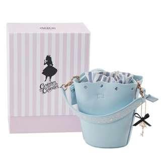 全新 grace gift 迪士尼愛麗絲雕花縷空吊飾水桶包