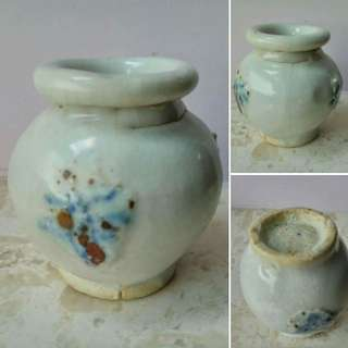 白釉堆貼青花飛蛾纹小罐