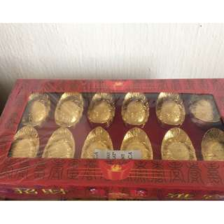 "[New & Sealed] 12 元宝 💰💰 Golden Ingots + A Pair of Red Packets to ""Receiving Big Luck from Year of Double Earth"" (from Lillian Too Feng Shui 2018 Extravaganza)"