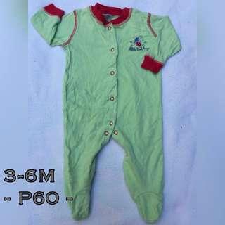 Preloved frogsuit 3-6M
