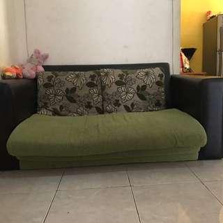 Kursi tv ruang keluarga