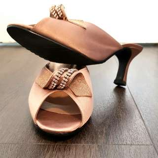 Reduced for clearance: Tangs Studio 3-inch Golden Heels UK4 US6