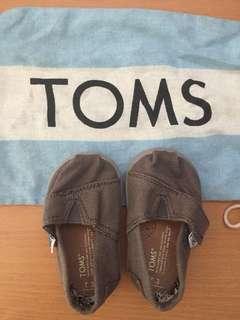 Toms Gray