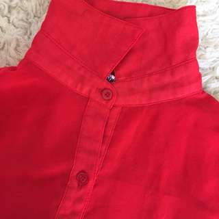 Red blouse. 👚