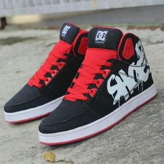 Sepatu DC Sneakers