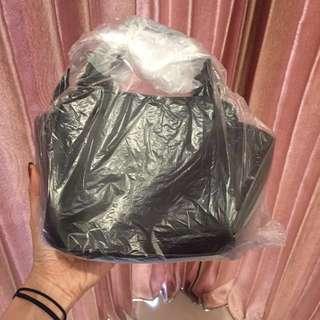 ⚡️Reprice ⚡️Black Sling Bag Free Shipping
