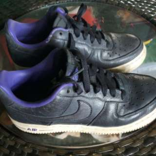 Nike air shoes size 7, in good condition, with minimal flaws seen in picture 3