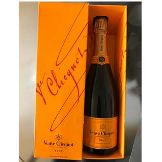 Veuve Clicquot Brut 750ml Champagne 100% new with box