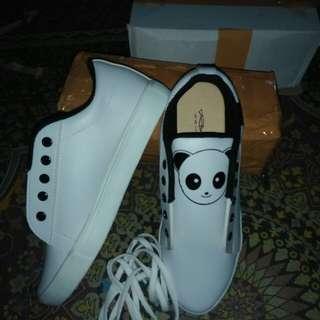 Sepatu panda
