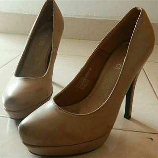 Sepatu heels beige