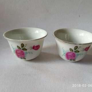 月季花茶杯兩隻。