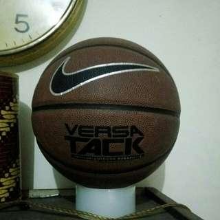 Nike Basketball Versa Tack