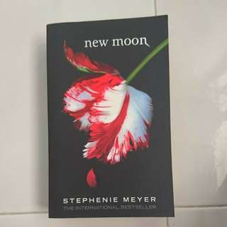 New Moon - By Stephanie Meyer