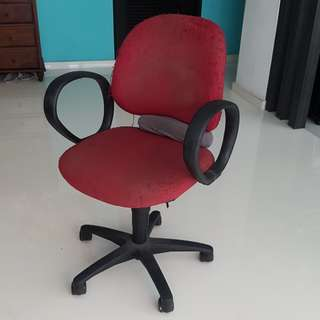 Comfortable work chair with wheels