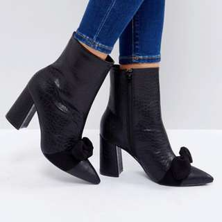 Black/Grey Snake Bow Detail Heeled Ankle Boots - Size US 9
