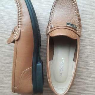 Sepatu bucherri