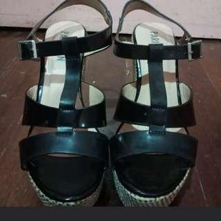 Parisian Amber Black Sandals