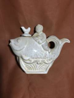 Song Dynasty Ding kiln 定窯白瓷器魚和小孩刻花22cm Wide 到代古代擺件。特價3000 元。Neg。