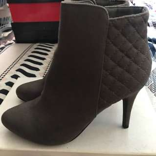 Boots size 8 - Brand New!