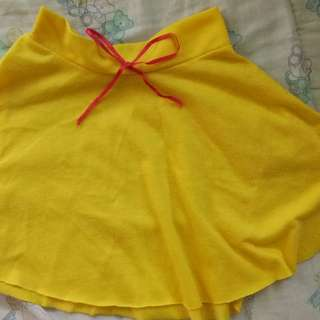 Yellow skirt for 2-3 y.o.