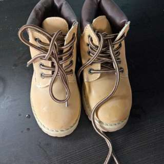 LINDON BOOTS