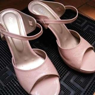 Heels Details Size 40